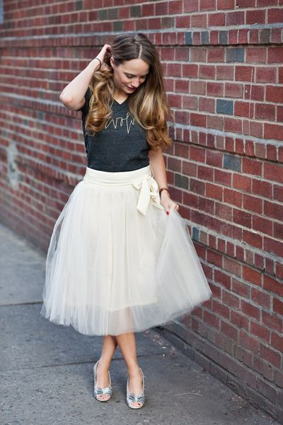 """I love how this blogger paired her tulle midi skirt with a simple gray tee and sparkly heels – so very """"Carrie""""!"""