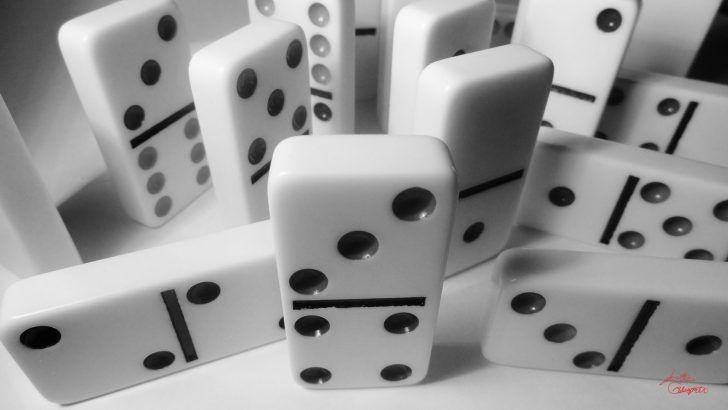 Sejarah Dan Penjelasan Domino Online Domino adalam sejarah dunia menyebutkan bahwa awal mula domino memiliki berbagai versi. Tapi tempat dimulainya permainan domino berada di negara Cina yang dikatakan pada tahun 1120 Masehi. Berdasarkan beberapa catatan sejarah yang dapat disimpulkan bahwa permainan domino di ciptakan oleh seorang pegawai negeri dan dipersembahkan untuk kaisar Hui Tsung pada tahun 1120 M. #judidomino, #nama2pokeronline, #perkembangandomino, #permainandomino…