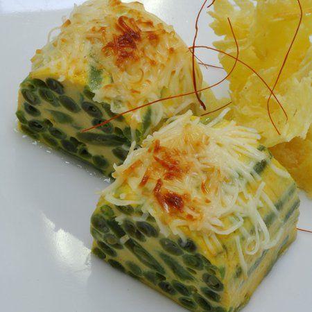 Egy finom Sajtos zöldbabrolád ebédre vagy vacsorára? Sajtos zöldbabrolád Receptek a Mindmegette.hu Recept gyűjteményében!