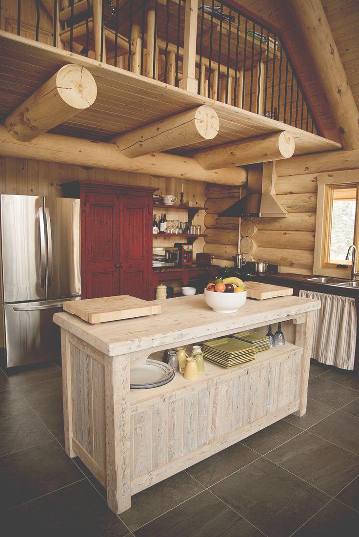 Ilot De Cuisine En Bois De Grange : ?lot de cuisine en bois de grange et armoire rouge en bois de grange