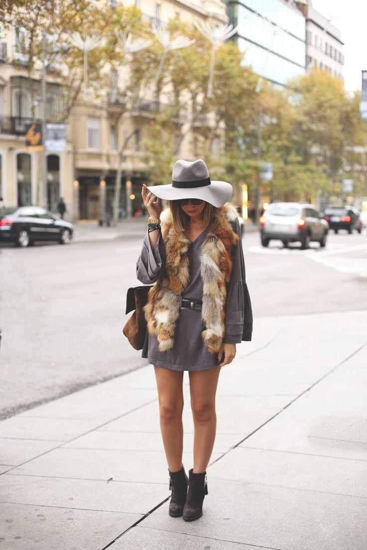 Grey dress and fur vest. www.myshowroomblog.es