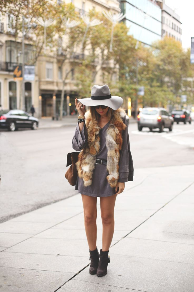 Grey dress and fur vest. www.myshowroomblog.es