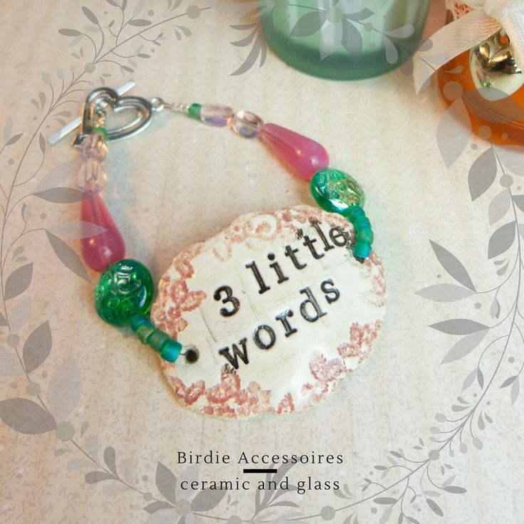 Armband Keramiek '3 little words' Tsjechische kralen, roze Opaal Rosaline, hartje toggle sluiting via Birdie Accessoires