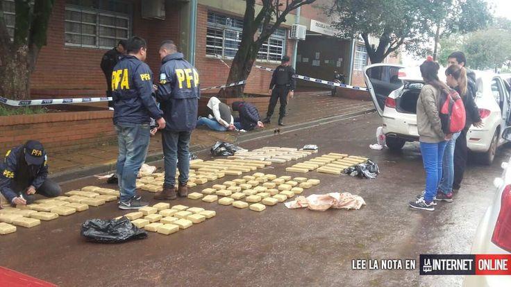 Cuatro personas fueron detenidas luego de que se hallaran 120 kilos de marihuana y 1,45 de cocaína que estaban ocultos entre naranjas, en el interior de un vehículo, durante un operativo en Posadas, informaron hoy fuentes policiales.   #policiales #ultimo momento