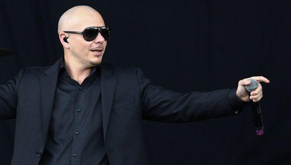 Pitbull dice está orgulloso de que el presidente Obama le mencione en sus discursos