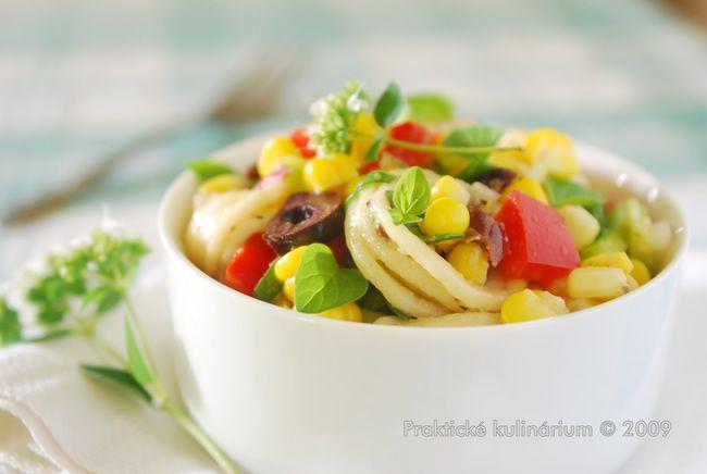 Těstovinový salát s kukuřicí