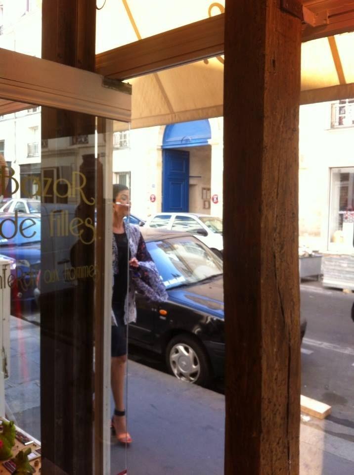 Arrivée de Cristina Cordula dans la boutique #bazardefilles du Haut-Marais #reinesdushopping #m6 #emission #mode