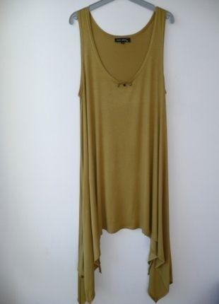 À vendre sur #vintedfrance ! http://www.vinted.fr/mode-femmes/tuniques/21331432-tunique-verte-longue-et-asymetrique-caty-lesca