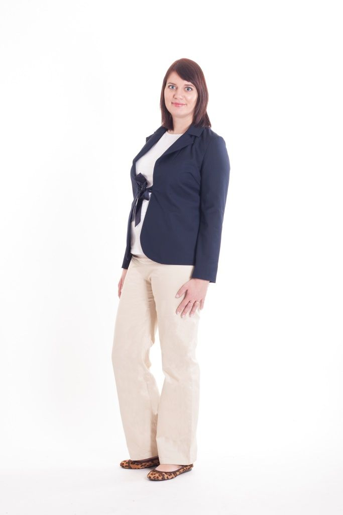 Maternity beige straight legs trousers and dark blue blazer with a bow