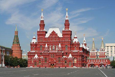 http://ow.ly/nrbqz En el corazón de #Moscú y de toda #Rusia se encuentra la Plaza Roja. Donde se encuentra el gobierno ruso y que hace muchos años se llenaba de soldados rusos en las fiestas de la milicia.
