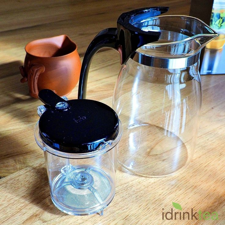 Glass Teapot 900ml with Infuser Cup. Functional, contemporary and elegant, this glass teapot is another product from high-end glass manufacturer SAMADOYO. It holds 900ml and can easily make tea gongfu style for up to 10 people.