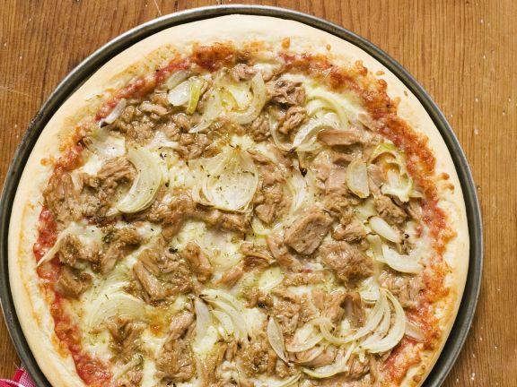 Pizza Tonno ist ein Rezept mit frischen Zutaten aus der Kategorie Pizza. Probieren Sie dieses und weitere Rezepte von EAT SMARTER!