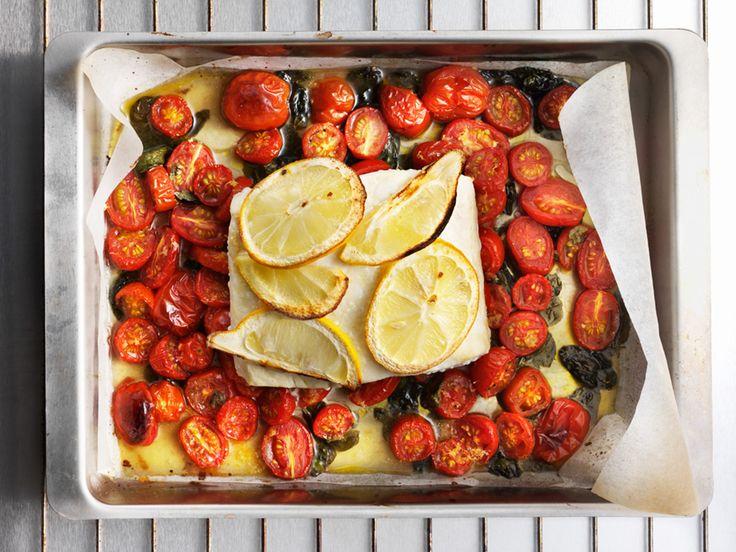 Citronbakad fisk med tomat och basilika | Recept från Köket.se