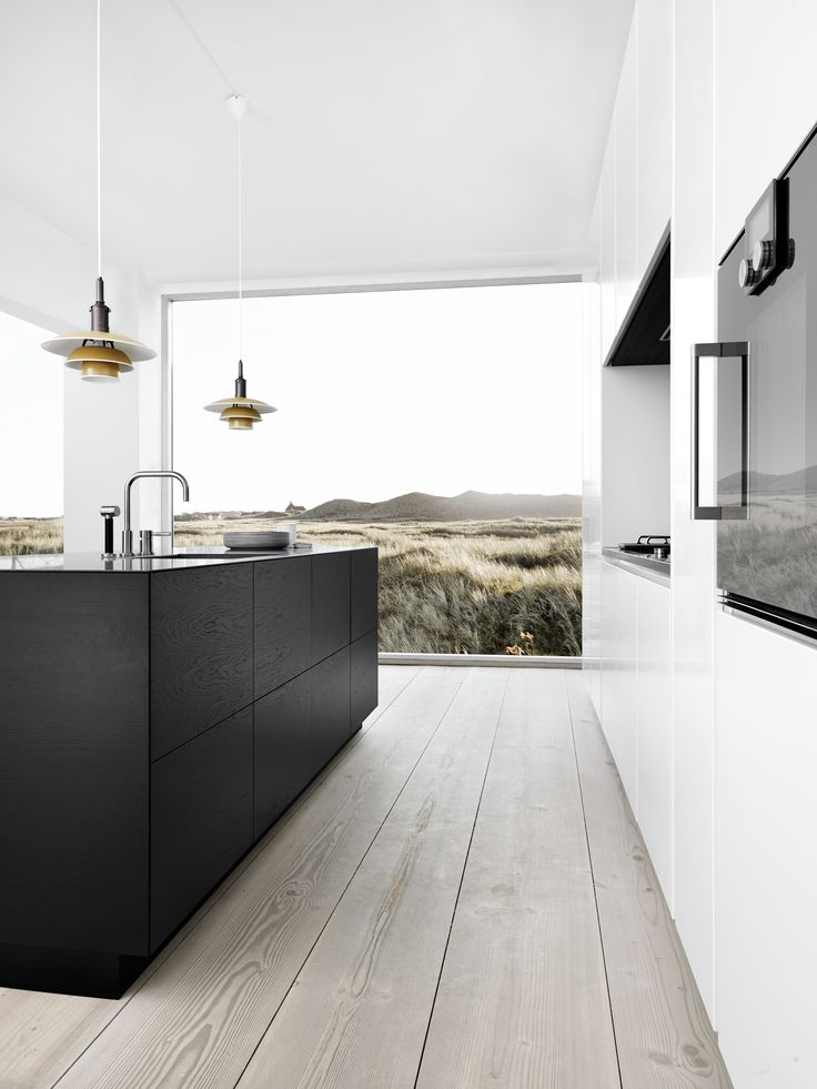 Form 45 // Black oak + Form 6 // White kitchen by Multiform