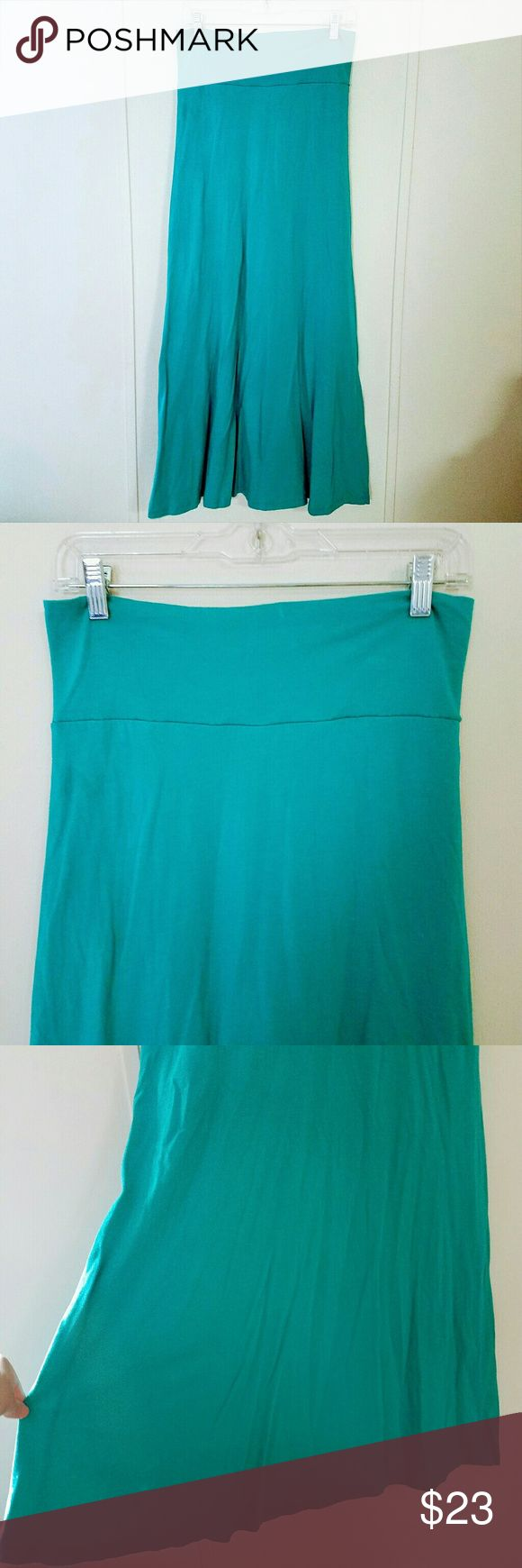 """Threads 4 Thought Turquoise Maxi Skirt Threads 4 Thought organic cotton maxi skirt.  Has lining that is shorter than skirt.  Stretchy and super comfy!  Tag says the color is """"Harbor"""", basically a turquoise color.  Gently used and in excellent condition!  Size Medium   60% Organic Cotton, 40% Modal Threads 4 Thought Skirts Maxi"""