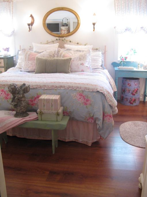 Charming Cozy Vintage Cottage Bedroom