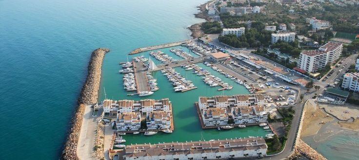 """¿Quieres comprar, vender o alquilar tu casa de vacaciones? #apartamentos #alcoceber en la Costa del Azahar, Castellón, con """"Altamar"""" puedes disfrutar el cielo azul, los pinares que rodean el entorno, sus calas y playas. No esperes al próximo año infórmate en http://www.alquileresaltamar.com/"""