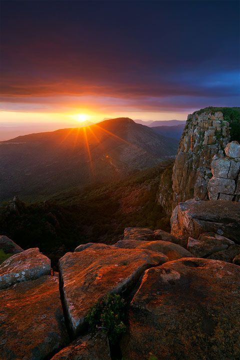 landscape photograph of sunset over the karoo from atop the valley of desolation