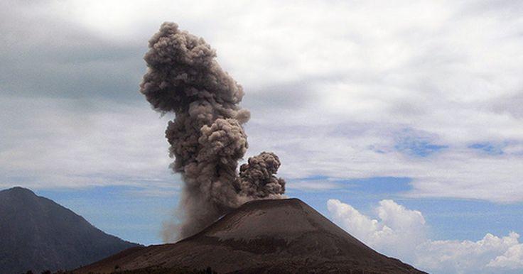 Fatos sobre cones de escória. O cone de escória é um dos tipos mais comuns de vulcão, de acordo com o site Think Quest. Erupções nesses tipos de vulcão não são muito noticiadas, pois raramente causam mortes.