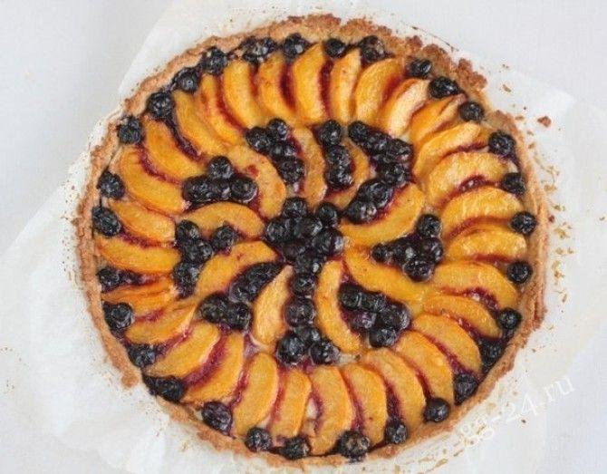 Персико-черничный пирог