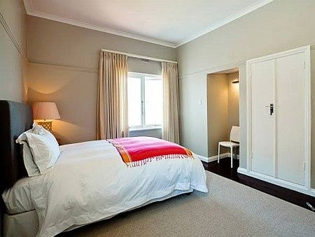 Self catering accommodation, Kalk Bay, Cape Town   Main Bedroom   http://www.capepointroute.co.za/moreinfoAccommodation.php?aID=473
