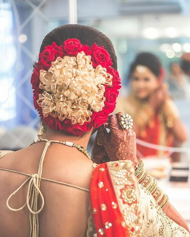 Love this floral bun, simple yet never fails. #IndiagramWedding ____________________ by @yashgajjarphotography Hairstyle by @prarthidave.25 for @jasmine_beauty_care