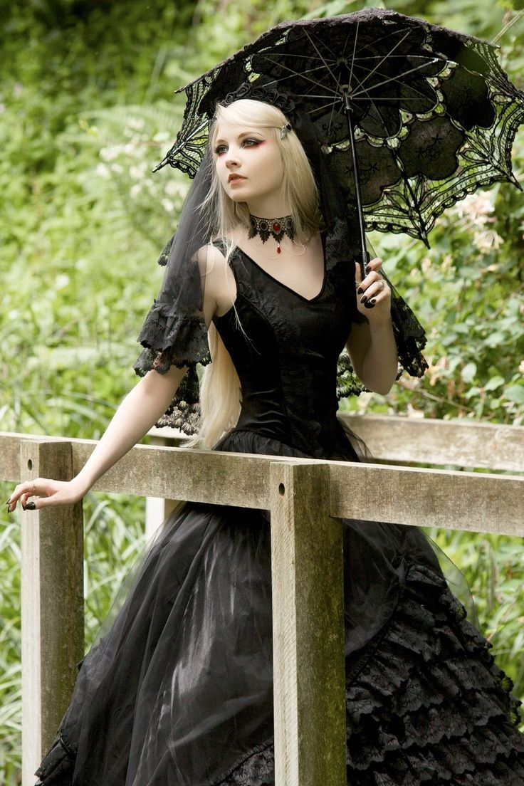 ✿★✝☮ GOTH GIRL ✝☯★☮                                                                                                                                                                                 More