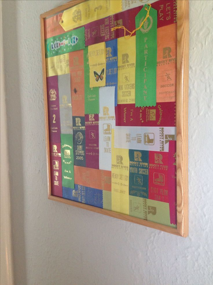 What to so with all those sports and participant ribbons. Display ribbon art