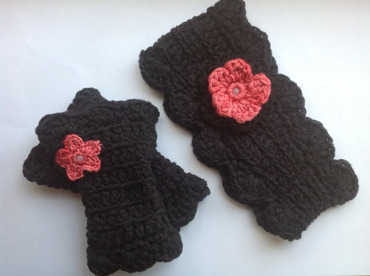 For all those Monster High fans, here is a set of winter headband and wrist warmers in monster black and blood rasberry .