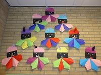 Knutselactiviteit: Zwarte pieten vouwen met vouwblaadjes: vliegers en 16 vierkantjes