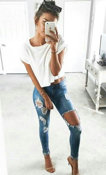 White cropped tee with destroyed denim
