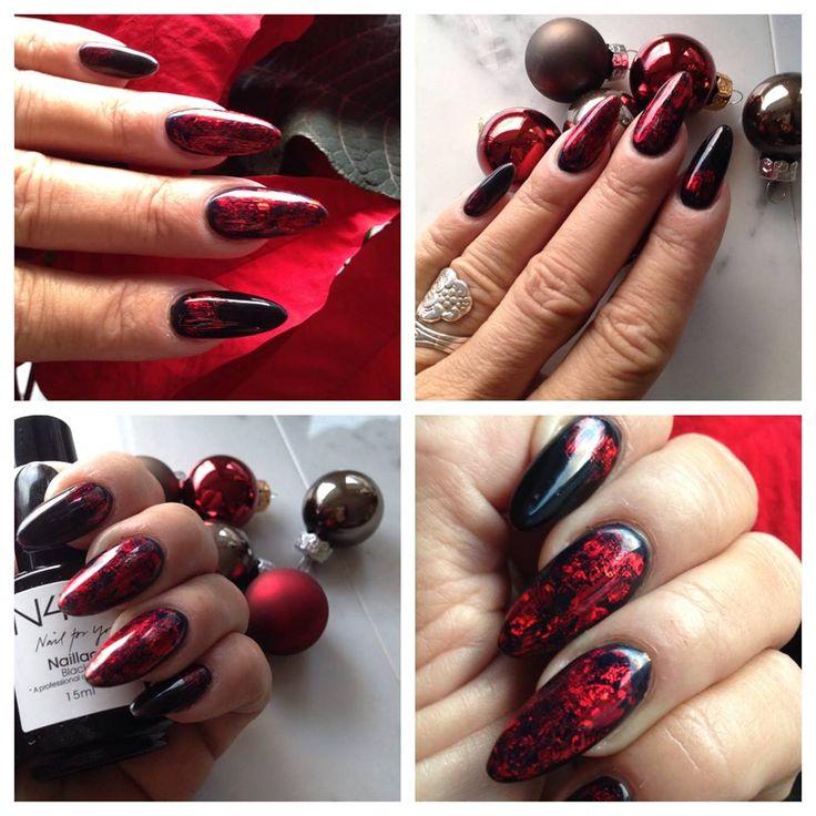 Gele Naillac negle ( Shellac ) Lavet af Helle Ladehoff. Mandelformede negle i sort og røde negle.