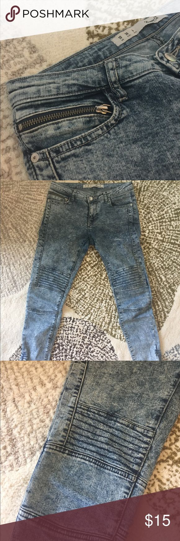 Acid-wash Moto Skinnies These Moto-style skinny jeans will give your outfit an edge. In addition to a tight fit, they feature vertical zippers along the exterior of each leg and zipper detail along the front pockets. Zipper hardware is a classic metal as shown. The tag states these jeans are a a size US 6, however they fit more like a size 4. Perfect condition, like new! Primark Jeans Skinny