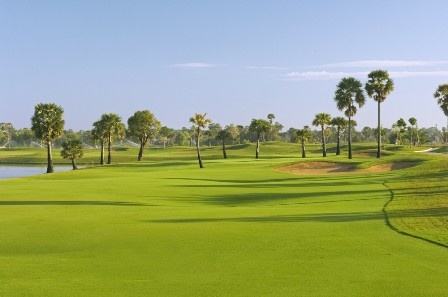 Siem Reap Golf Holiday is one of the best golf package which is selected for the weekend or holiday trip. Just take a quick flight to enjoy and relax in the nice weekend in Cambodia, the package will be arranged to be the best for weekend.