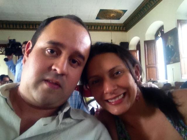 Hernán y Sara, propietarios de Contacto Valle, el programa que ha revolucionado la radio Colombiana. Una pareja exitosa y amorosa.