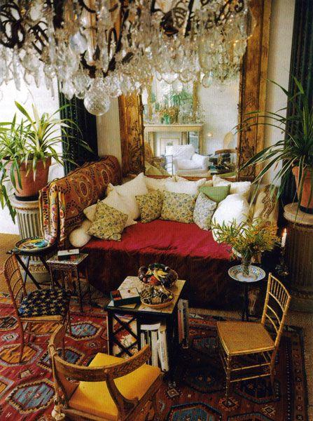 Loulou de la Falaise Son magnifique appartement parisien lui ressemble... Muse d'Yves Saint Laurent, créatrice de bijoux , passionnée de couleurs, excentrique avec classe, Loulou de la Falaise représentait le style bohème chic que j'adore.