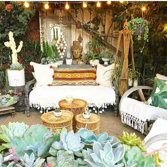 Best 25 bohemian patio ideas on pinterest pallet for Patio decoration images