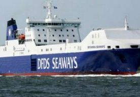 17-Nov-2013 7:11 - BRAND OP VRACHTSCHIP NOORDZEE. Voor de kust van Noorwegen is brand uitgebroken op een vrachtschip. Een poging om de 32 opvarenden te evacueren is afgeblazen vanwege het slechte weer. Dat meldt de Deense eigenaar van het schip. De brand ontstond in een container aan boord van de Britannia Seaways. Niemand raakte gewond. Bemanningsleden zijn er volgens de rederij in geslaagd het vuur onder controle te krijgen. Het schip kan zijn reis voortzetten. Volgens een woordvoerder...