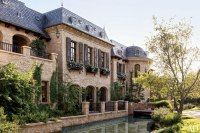 Can we talk about how INCREDIBLE Tom and Giselle's mansion is? Jaw dropping. In this month's Architectural Digest