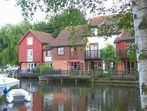 Peninsula Riverside Holiday Cottages, Wroxham, Norfolk Broads -   Lovely choice of Wroxham holiday cottages. Riverside & marina based options. Close to village, pubs & restaurants. 1,2,3,4 bedroom cottages.