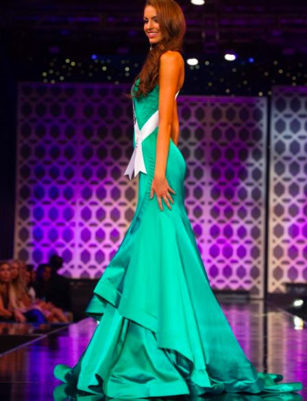 Couture #SherriHill pageant gown. Emerald green pageant gown. Miss California, Miss USA, Miss Arizona. Pageant gown. Stunning pageant dress.
