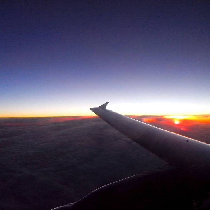 """#sunrise #flytothesky #plane #sky #startday #wizzair ☺"""