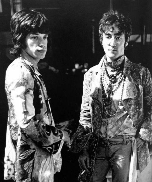 Мик Джаггер и Джон Леннон, глядя психоделический даже в черно-белом. Фото Дэвид Пиз.