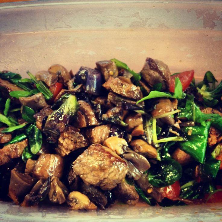 Recept voor salade met biefstuk en paddenstoelen