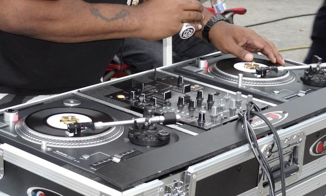 Biz Markie shows off the world's only pair of 7″ Technics turntables – The Vinyl Factory
