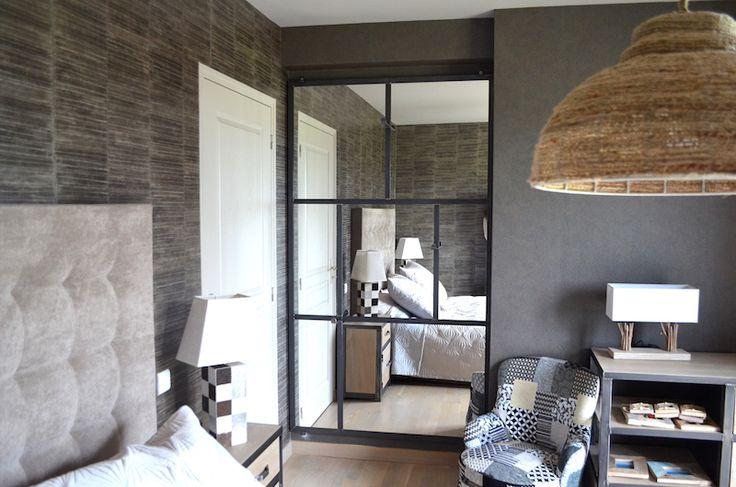 Grand miroir en acier avec patères - Sur mesure - Création et réalisation: MICHELI Design