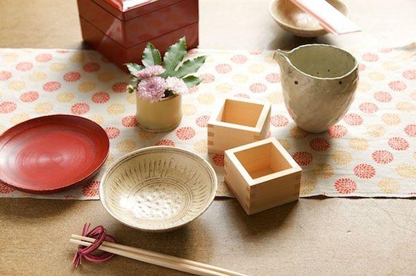 手ぬぐい、水引の箸置き、小さな花飾りで、お正月の食卓に彩りを。/和スタイルの楽しみ方(「はんど&はあと」2013年1月号)