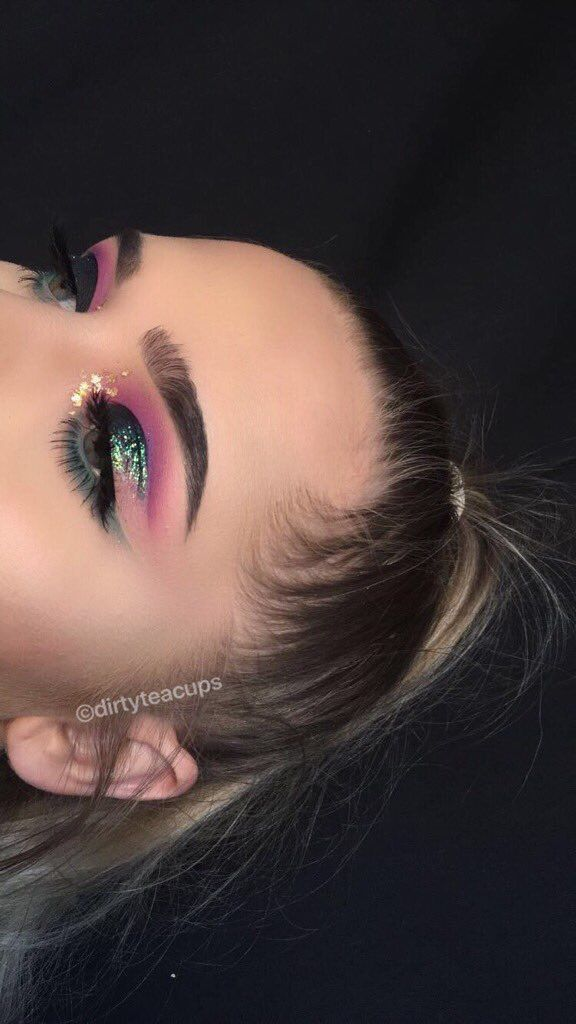 Turquoise glitter and pink shadows very pretty look