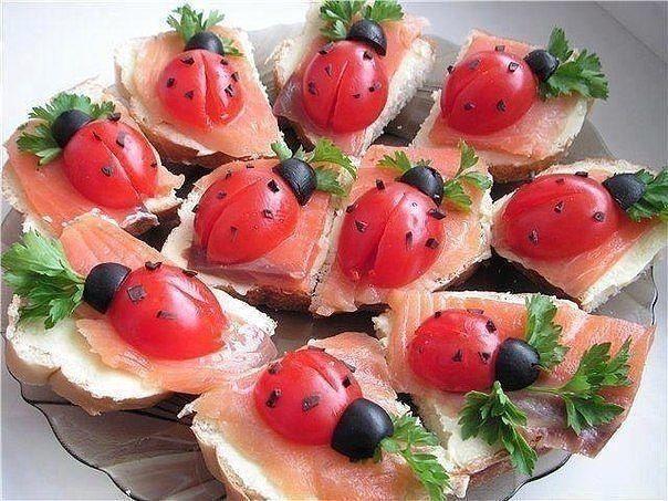 Tomato and olive lady-bug snacks