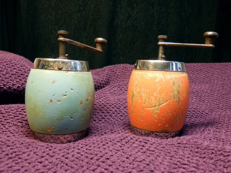 Antique 30s WWII Era GARANTIE BO. Pepper Spice mills grinders